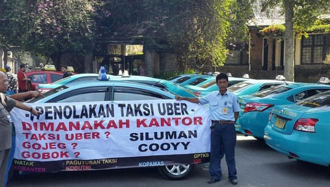 Taksi Daring Tidak Ada Biaya Buka Pintu