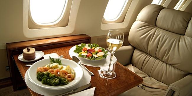 Hasil gambar untuk menu di pesawat terlaluy banyak bumbu