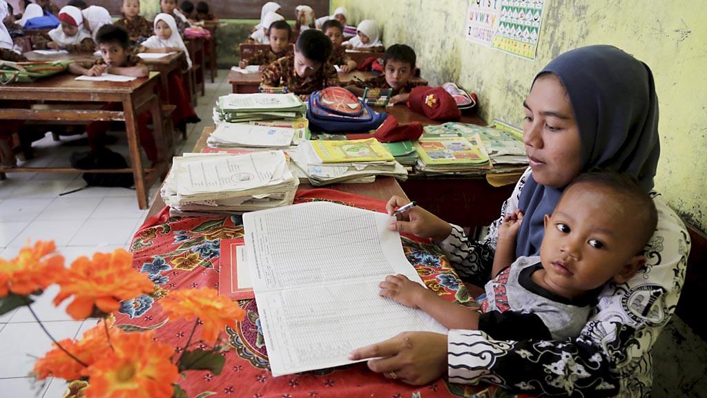 Tentang Mereka, Guru Honorer Halaman 1 - Kompasiana.com