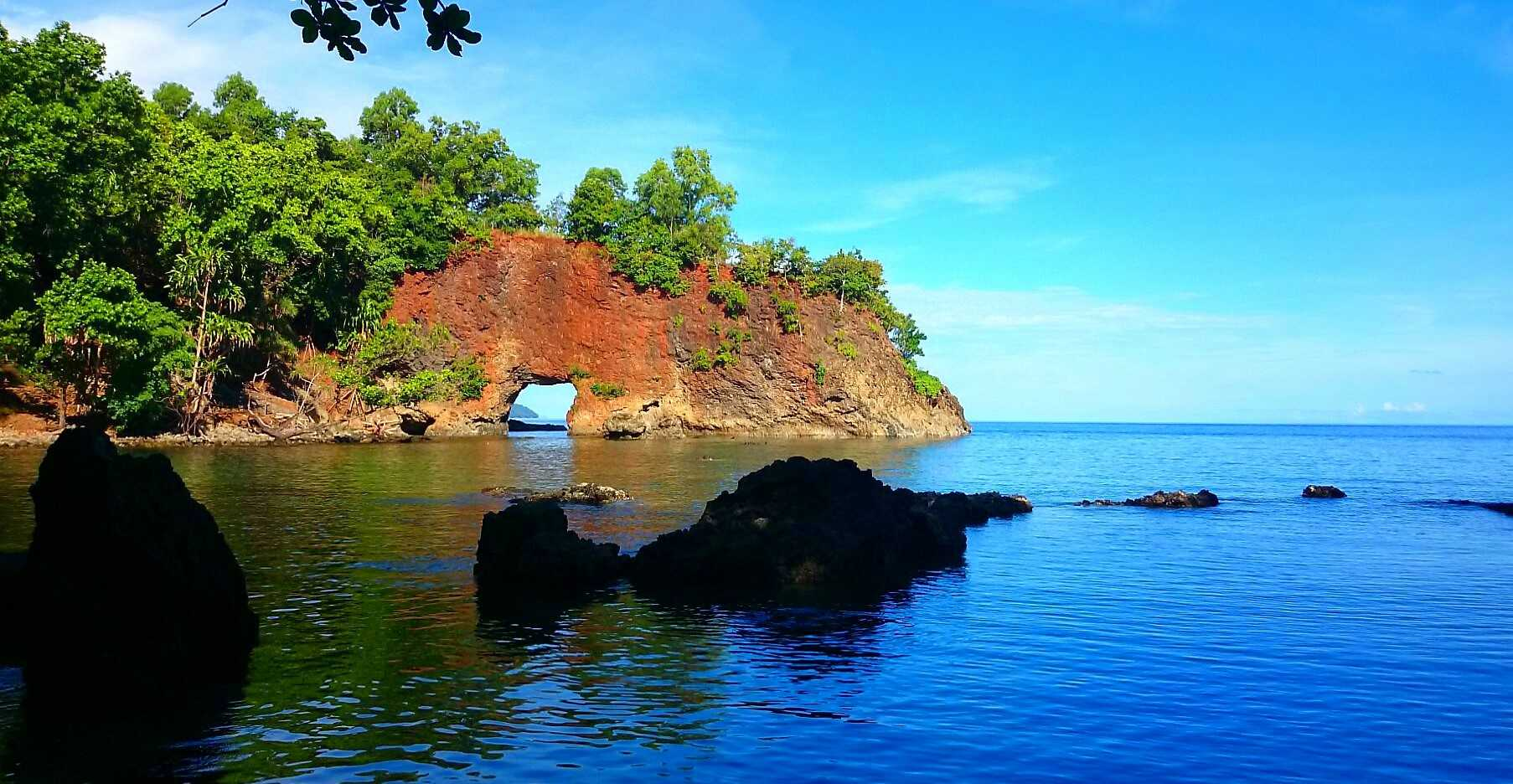 Ilustrasi pesona Pantai Pintu Kota, Ambon