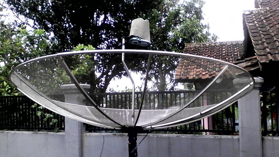 melalui satelit telkom 3s