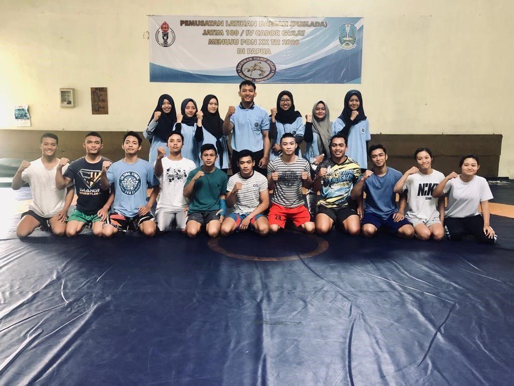 Mahasiswa UM Beri Pelatihan Gulat Pada Remaja Desa Glanggang, Kecamatan Pakisaji, Kabupaten Malang