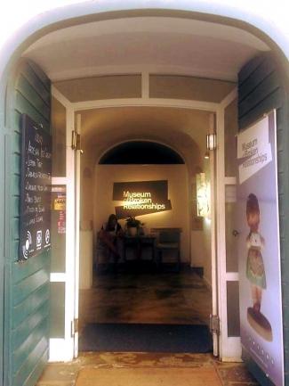 Museum Of Broken Relationship Tempat Yang Pas Untuk Buang