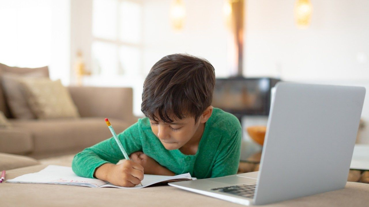 Jangan Banyak Nyinyir, Jadilah Orangtua Bijak Saat Anak Sekolah Daring!  Halaman all - Kompasiana.com