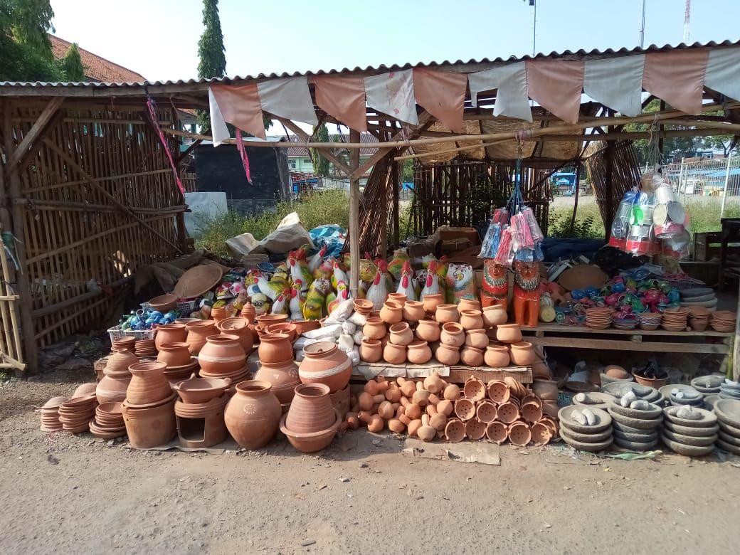 Usaha Kerajinan Tangan Tanah Liat di Desa Arjawinangun ...