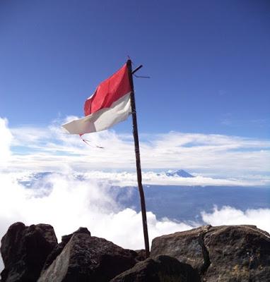 Catatan Perjalanan Gunung Arjuno Kini Muncul Di Balik Kabut Kompasiana Com