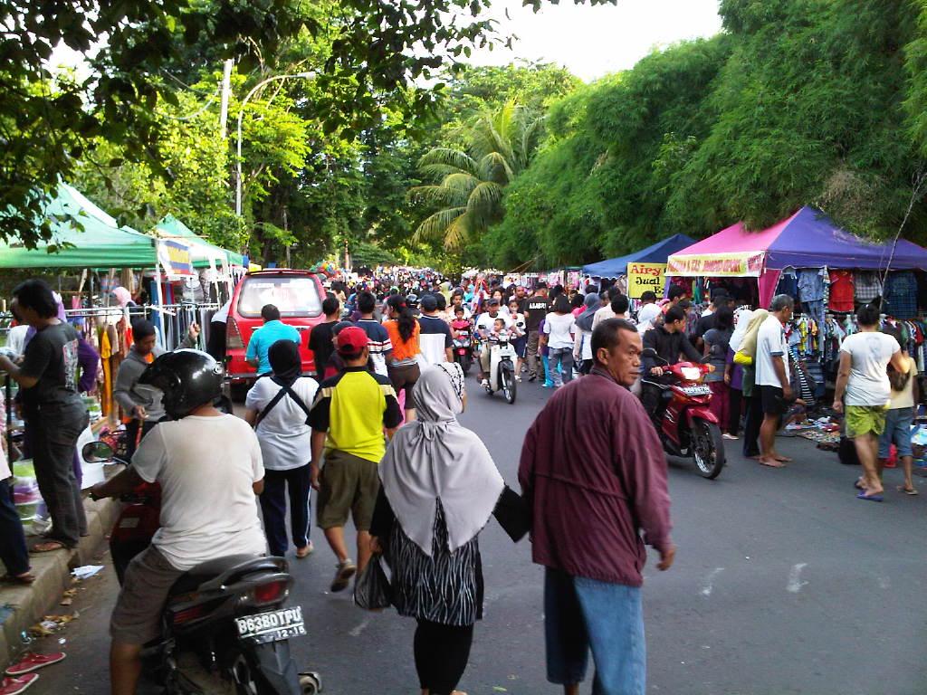 Bazar Minggu, Pasar Kaget yang Bikin Kaget - Kompasiana.com