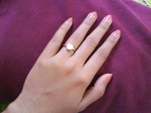 74+ Gambar Tangan Wanita Memakai Cincin Tunangan