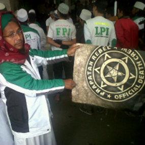 Fpi Serbu Distro Berlambang Setan Di Bandung Oleh Ansara