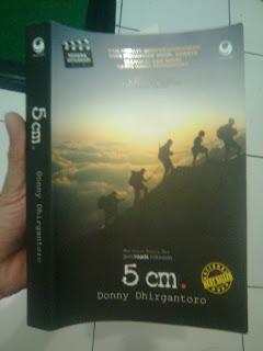 Resensi Buku 5cm Oleh Badi Uzzaman Kompasiana Com