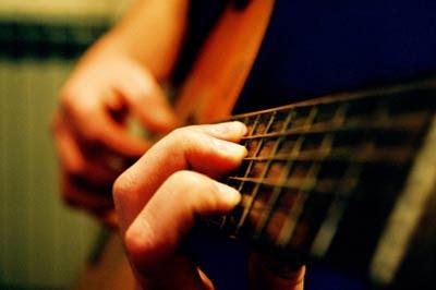 Hasil gambar untuk manfaat bermain musik