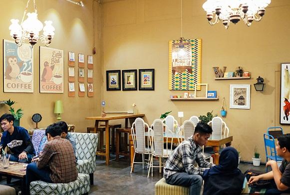 Wiki Koffie menawarkan tempat retro dan vintage untuk nongkrong