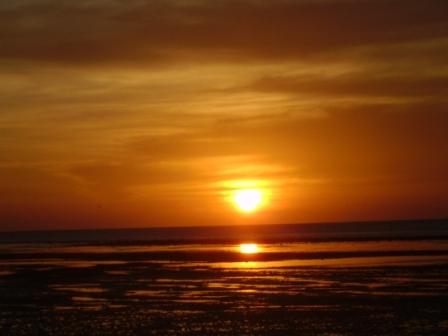Indahnya Panorama Senja Di Pantai Atapupu Halaman 1 Kompasiana Com