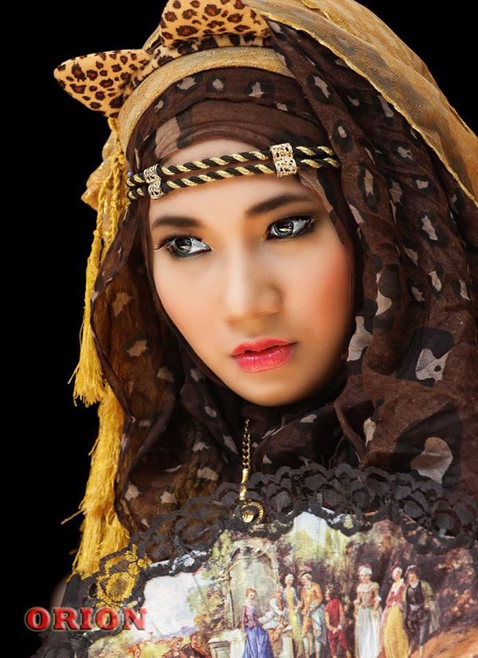 Dera Debila Model Berhijab Yang Doyan Rujak Kompasiana Com