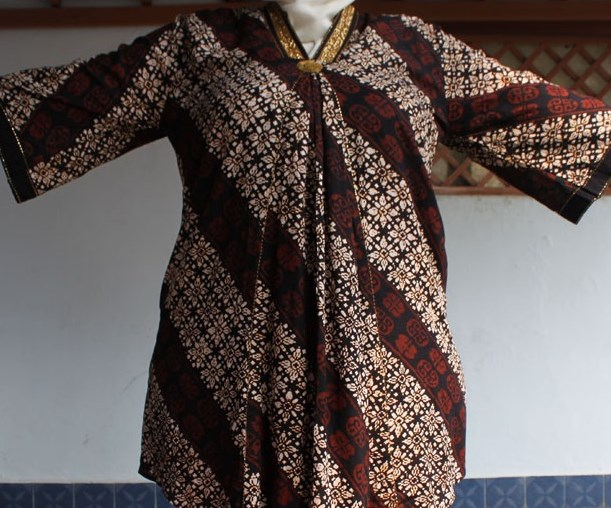 Cara Memilih Model Baju Batik Untuk Wanita Gemuk oleh maspandu ... cfd035267c